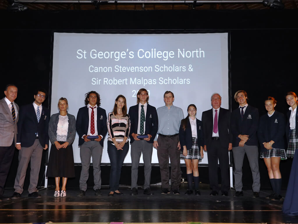 Celebrando a nuestros Becarios en St George's College, North.